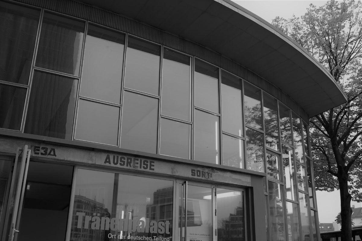 Bahnhof Friedrichstraße mit Tränenpalast 2