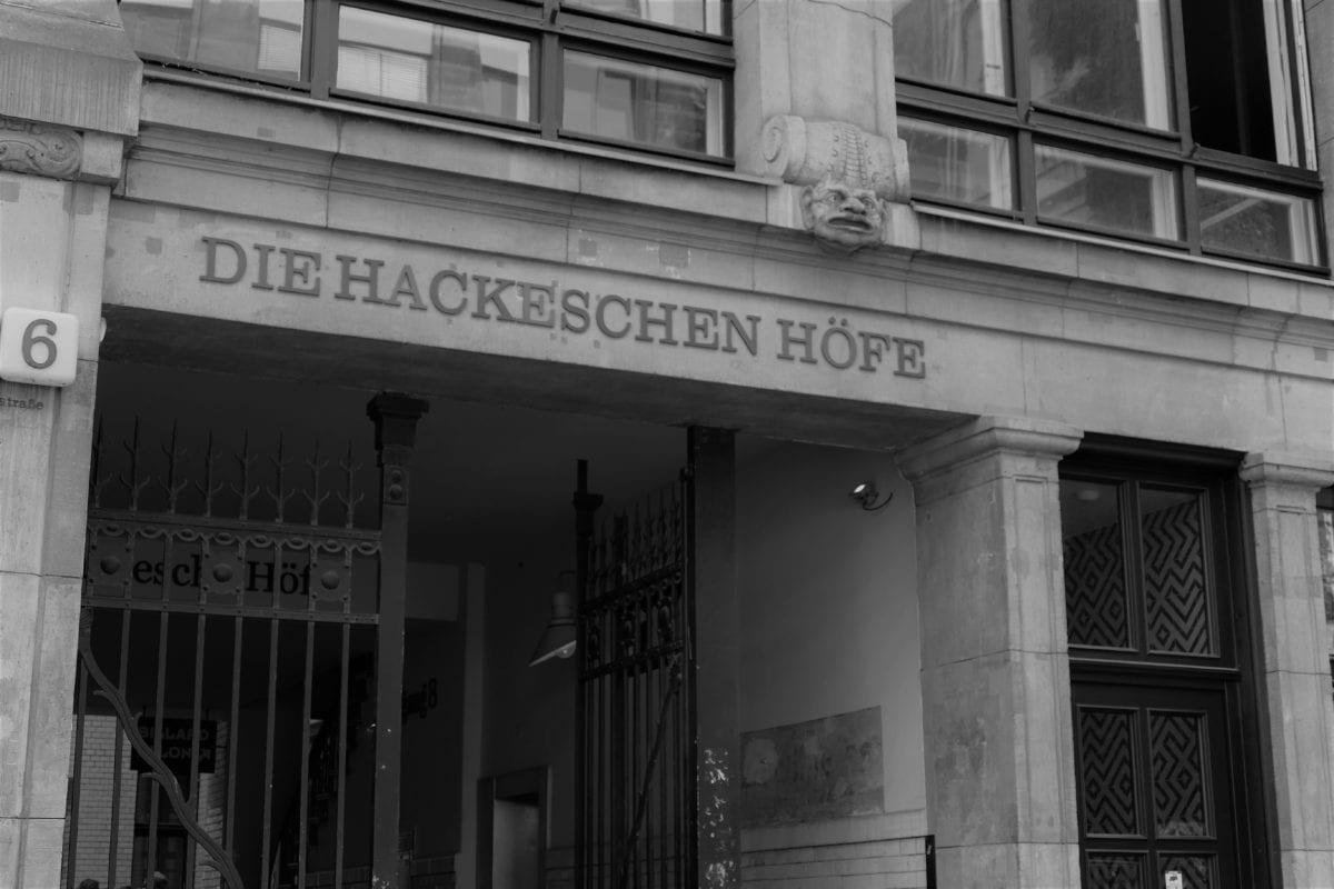 Hackesche Höfe & Hackesche Markt 1